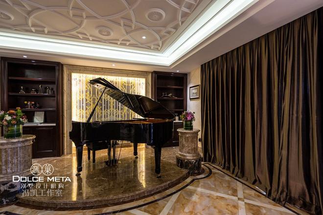 欧式别墅中空钢琴区