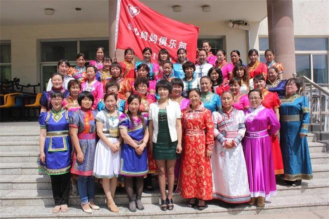 乌兰浩特蒙古族小学党支部成立了爱心妈妈俱乐部2.jpg