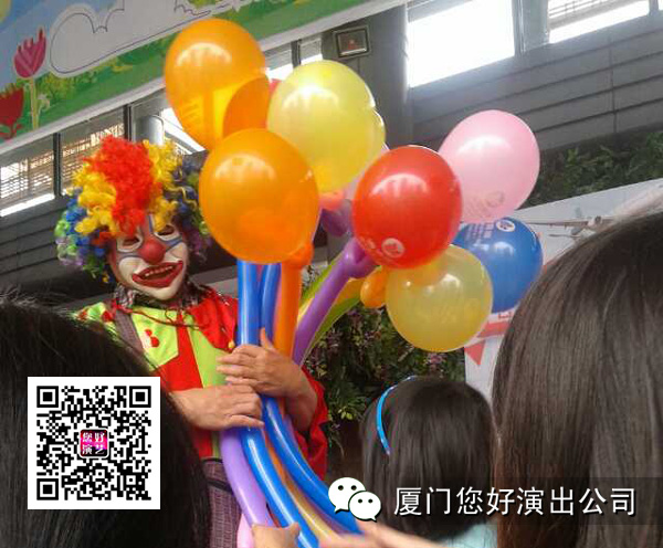 """>>演出照片:小丑特技表演与中国女排教练陈忠和合影留念小丑气球编织魔术表演《变鸽子》魔术《人头搬家》; >>>演出视频:第11届海峡旅游博览会http://v.qq.com/page/n/k/0/n0153j7jpk0.html第11届旅游博览会 http://v.qq.com/page/y/v/7/y0154lsknv7.html观音山沙雕节"""" />"""